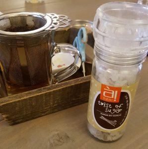 Als je thee zo geserveerd krijgt is het extra lekker toch?